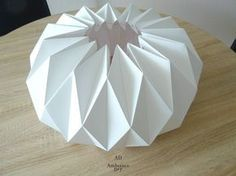 Practical guide to make a lampshade origami Guide to Reali . Origami Design, Diy Origami, Origami Guide, Origami Lampshade, Make A Lampshade, Origami Star Box, Origami Love, Origami Fish, Origami Folding