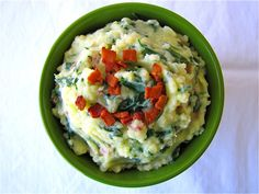 One of my all-time favorite side dishes, one that I could easily eat every week without growing tired of it, is mashed potatoes. I prefe. Vegetable Dishes, Entrees, Mashed Potatoes, Spinach, Side Dishes, Bacon, Healthy Recipes, Healthy Foods, Food Porn