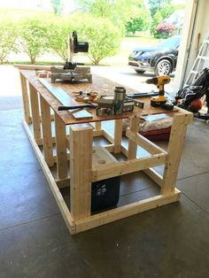 Plans for beginners,ultimate table saw workbench plans,woodworking table sa Garage Workbench Plans, Mobile Workbench, Woodworking Bench Plans, Woodworking Workbench, Woodworking Projects Diy, Wood Projects, Workbench Stool, Workbench Ideas, Workbench Organization