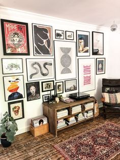 gallerywall gallerywall, postermuur, vintage, eclectic, home living room Decor Room, Room Decorations, Diy Home Decor, Bedroom Decor, Bedroom Ideas, Decor Crafts, Hipster Home Decor, Bedroom Rugs, Diy Crafts