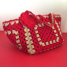 #uncinetto #shopping #crocheting #instacrochet #crochetlove #crochet #ilovecrochet #crochetaddict #crocheted #art #modern #spring #work #crochetersofinstagram #craftastherapy  #crochetastherapy #crochetcushion  #crochetproject_daily #crochetblanket #crocheteveryday #moda #accessori #beije #rosso #lana #fashion #fiori #red #bag #borsa by art.ofcreativity
