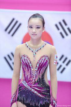 Yoga Pants Girls, Strapless Dress Formal, Formal Dresses, Rhythmic Gymnastics Leotards, Figure Skating Dresses, Sports Stars, Acro, Korean Model, Sport Girl