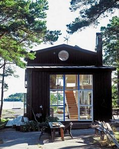 Tiny house, living in a small space, plans, interior cottage DIY, modern small house on wheels- Tiny house ideas Stockholm Archipelago, Summer Cabins, Summer Houses, Beach Houses, Haus Am See, Casas Containers, Cabins And Cottages, Small Cabins, Cabins In The Woods