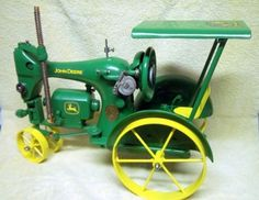 Vintage Sewing A sewing machine that looks like a John Deere tractor. - If you like working with ribbon and lace, this article discusses crafts you can have lots of fun with using these items. Metal Projects, Welding Projects, Metal Crafts, Blacksmith Projects, Welding Ideas, Art Projects, Antique Sewing Machines, Vintage Sewing Patterns, Shielded Metal Arc Welding