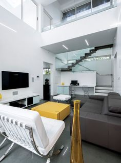 A Wild Modern Home Exterior Contains a Clean Modern Interior Arch Interior, Decor Interior Design, Modern Interior, Interior Architecture, Interior Ideas, Office Design Concepts, Living Room Designs, Living Spaces, Living Rooms