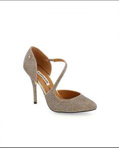 http://zapshoestore.com/2992-thickbox_default/zapato-salon-con-tira-cruzando-empeine-color-brillo-dorado-mariamare.jpg