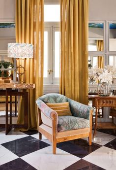 Trending Now - The Best Gold Furniture For Your Luxury Interior Design Contemporary Interior Design, Luxury Interior Design, Interior Design Inspiration, Yellow Home Decor, Yellow Interior, Gold Furniture, Luxury Furniture, Deco Furniture, Decoracion Vintage Chic