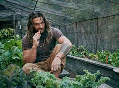 Manly Jason Momoa graced the cover of Men's Journal - micetimes. Jason Momoa Aquaman, Aquaman Actor, Lisa Bonet, Gorgeous Men, Beautiful People, Cute Celebrities, Celebs, Star Wars, Raining Men