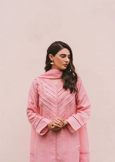 Stylish Dress Book, Stylish Dresses For Girls, Stylish Dress Designs, Simple Dresses, Casual Dresses, Simple Pakistani Dresses, Pakistani Fashion Casual, Pakistani Dress Design, Pakistani Outfits