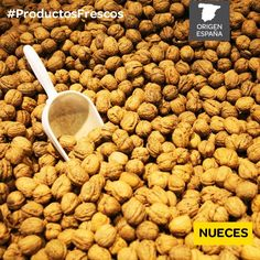 Buenísimas para el colesterol, disfruta de las #nueces. Dog Food Recipes, Pet Food, Cholesterol, Products