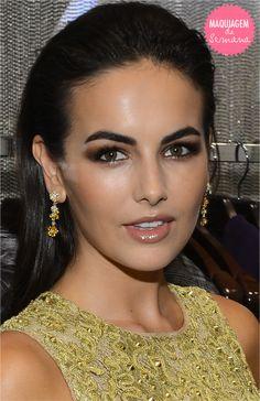 Olho esfumado em marrom: maquiagem linda de camila balle
