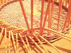 Неоднократно меня спрашивали, как я плету подносы... Выпал случай сфотографировать процесс... фото 14