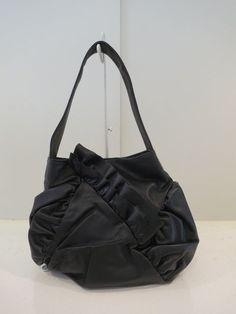 Y's YOHJI YAMAMOTO (ワイズ ヨウジヤマモト),フリルハンドバッグ:ブラック