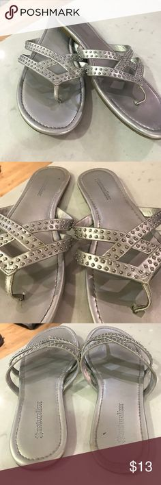 Naturalizer silver sandals👡👓🌊 Naturalizer silver thongs with tiny studs on top. Naturalizer Shoes Sandals