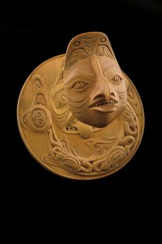Caption: boxwood, 18k gold, Pendant: 8.0 cm (diameter); Chain: 5.5 cm (length), SFU Bill Reid Collection, Vancouver; Credit: SFU Bill Reid Collection, Bill and Martine Reid Founding Collection (2002.1.93a-c). Courtesy of the Bill Reid Gallery of Northwest Coast Art, Vancouver. © Bill Reid Estate; Iljuwas Bill Reid | Art Books | Art Canada Institute; #billreid #canadianartist #indigenousartist #northwestcoast #haida #pendant #woman Hooked Nose, Bill Reid, Dogfish Head, Haida Art, Supernatural Beings, Life Form, First Humans, Ways Of Seeing, Canadian Artists