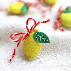 лв3.50 Оригинална и закачлива мартеница, ръчно изработена от филц. Чудесен и забавен подарък, особено за по-киселите ви приятели. Няма как пожеланието ви да остане неразбрано, макар и поднесено по нетрадиционен начин.   Материал: филц, вълна Размер: 2,5 х 4 см Baba Marta, Joy, Christmas Ornaments, Holiday Decor, Christmas Jewelry, Happiness, Christmas Decorations, Christmas Wedding Decorations