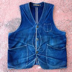 Talk about fade! This is our original indigo selvage outdoor vest worn by We still remember the day we sold it to him… Patagonia Vest Outfit, Puffer Vest Outfit, Vest Outfits, Indigo, Outdoor Vest, Raw Denim, Men's Denim, Denim Overalls, Suit Vest