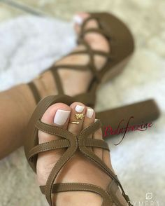 Nice Toes, Pretty Toes, Stilettos, Cute High Heels, Tan Body, Beautiful Toes, Feet Soles, Nail Polish, Sexy Toes