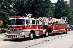 Firefighter Pictures, Cool Fire, 1st Responders, Fire Equipment, Volunteer Firefighter, Firetruck, Fire Apparatus, Firefighting, Fire Dept