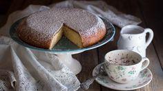 La torta in padella è facile da preparare, ed è perfetta in estate quando di accendere il forno non si ha proprio voglia! Ottima a colazione e a merenda!