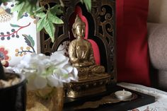 It's my Zen corner. A place full of serenity. Art Deco Home, Living Room Interior, Home Organization, Whiskey Bottle, Serenity, Zen, Corner, Life, Home Decor