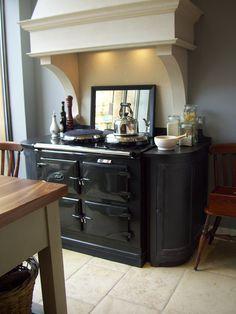 AGA with curved cupboard trim Aga Kitchen, Kitchen Redo, Kitchen Styling, Rustic Kitchen, Kitchen Dining, Kitchen Ideas, Aga Cooker, Kitchen Cooker, Cooker Hoods