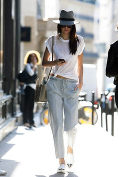 Kendall strolls along the streets of LA in this gorgeous casual combo of draw-string trousers and plain white tee. She jazzes it up with some silver toe pumps and a chic grey fedora, plus sunglasses #KendallJenner #celebrity #style #fashion