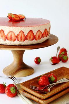 Zoet & Verleidelijk: Aardbeien bavaroistaart Baking Bad, Sweet Bakery, Cakes And More, Baked Goods, Love Food, Sweet Recipes, Cupcakes, Sweets, Fruit