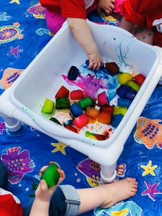 Colorful ice cubes. Wet and messy. Sensory activity. Infant classroom. Baby Room Activities, Sensory Activities, Infant Activities, Classroom Art Projects, Art Classroom, Classroom Ideas, Infant Sensory, Baby Sensory, Early Childhood Activities