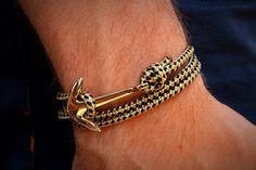 Paracord Bracelet ancre en noir et or.  • unisexe. Parfait pour les hommes et les femmes • Enveloppez trois fois autour du poignet • Peut être fait avec