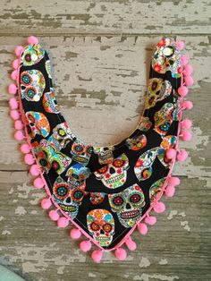 Bandana bib/ baby drool bib/girly sculls with fringe por SewLinhThi                                                                                                                                                                                 Más