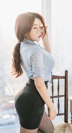 Beautiful Japanese Girl, Beautiful Girl Image, Beautiful Asian Women, Korean Beauty, Asian Beauty, Secretary Outfits, Pretty Asian, Sexy Asian Girls, Stylish Girl