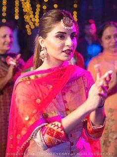 @manidrehar❤ Punjabi Salwar Suits, Designer Punjabi Suits, Punjabi Dress, Indian Designer Wear, Patiala, Pakistani Formal Dresses, Indian Dresses, Indian Look, Indian Wear