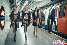 Modele in LENGERIE sau plimbat in metrou, in orele de virf