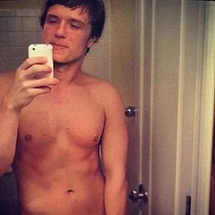 Josh Hutcherson shirtless.. Pretty much the moment 6 million girls have been waiting for. you're welcome.