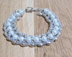 Ivory Glass Pearl and Elliptical Silver Beaded Bracelet B010