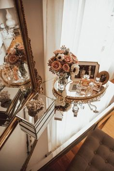 In the details: 6 places to style your home for a happy life — The Decorista - DIY Ideen Tocador Vanity, Farmhouse Side Table, Farmhouse Decor, Home And Deco, Beauty Room, Cool Rooms, My New Room, Home Design, Interior Design