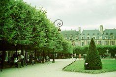 Place des Vosges, Paris (by wakingphotolife:)