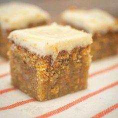 Wortelcake met roomkaas; mijn absolute favoriet. Hoewel je dat wel verwacht smaakt de cake niet naar wortel. Smeuïg, kruidig en met een frisse topping. Sugar Free Recipes, Sweet Recipes, Baking Recipes, Cake Recipes, Dessert Recipes, No Bake Desserts, Delicious Desserts, Yummy Food, Food Cakes