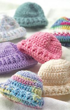 Crochet & Knit Newborn Caps/ Hat circumference = Directions are for Yarn; changes for Yarn are in parentheses. Yarn: 1 Ounce for each cap. Crochet Hook: [US [US Crochet Preemie Hats, Crochet Beanie, Knit Or Crochet, Crochet For Kids, Crochet Crafts, Crochet Projects, Knitted Hats, Crochet Ideas, Learn Crochet