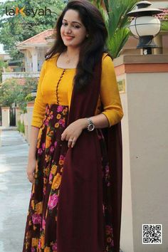 Kurti has become the women and girls most favourite style statement to look stylish with the charming traditional look. These classy yet trendy kurtas are Kurta Designs Women, Kurti Neck Designs, Dress Neck Designs, Salwar Designs, Blouse Designs, Indian Gowns Dresses, Indian Outfits, Indian Attire, Indian Wear
