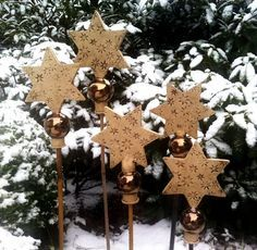 Weihnachtssterne im Garten - Dezember 2011 - Keramik von Margit Hohenberger