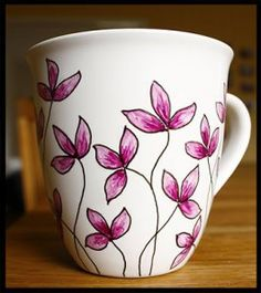 Hand Painted Ceramics, White Ceramics, Diy Becher, Ceramic Cafe, Painted Coffee Mugs, Pottery Painting Designs, Mug Art, Diy Mugs, Painted Flower Pots
