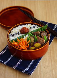 Stir-fried veggies & beef bento · beef and green peppers and eringi of fried lunch
