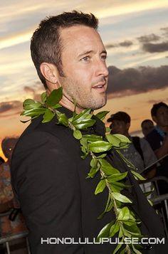 ♥♥♥ Alex O'Loughlin - Sunset on the Beach - Sept 2014