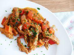 Auch wieder eine Variante unserer Rezepte für veganes Geschnetzeltes: dieses Mal in einer Paprika-Rahm-Soße <3 We love it! <3
