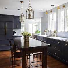 In LOVE with this kitchen by @designmanifest! Photo by @courtney_apple #followfriday