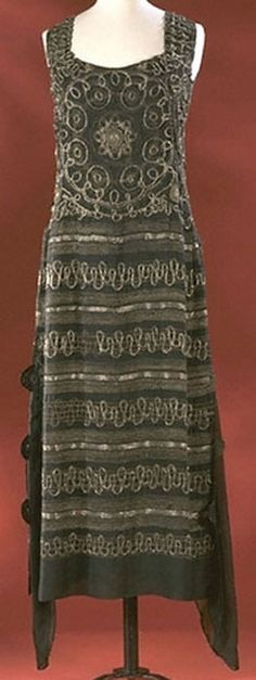 Chanel Dress - 1922 - House of Chanel (French, founded 1913) - Design by Gabrielle 'Coco' Chanel (French, 1883-1971) - Beaded silk - Victoria and Albert Museum - @Mlle