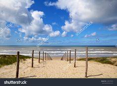 Path To The Beach On North Sea In Zandvoort Aan Zee, Netherlands Stockfoto 123677623 : Shutterstock
