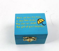 One day you may want to tell your kids all about your true life love story, why not start with a ring box inspired by Ted Mosby himself. The box features a beautiful quote from the hit TV show How I Met Your Mother.  All of the engagement ring boxes are made of wood with brass hardware. Each box is hand painted and a custom velvet pillow for that special ring for your someone special.  Have an idea for a custom piece or modification? Dont hesitate to contact the shop!   **Ring not included